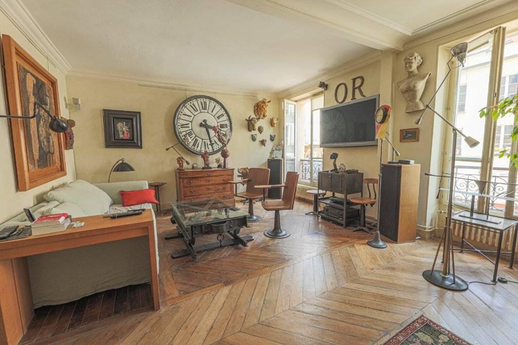 Deux pièces à Montmartre (rue Ravignan) en duplex